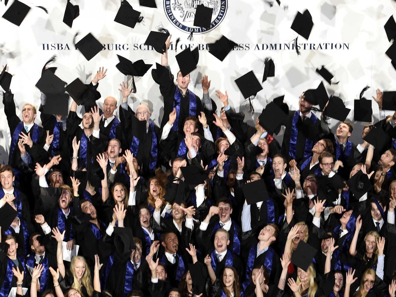 После получения диплома mba карьера идет в гору новости mba В мире увеличивается количество форматов альтернативных традиционным в том числе master in management imba различные онлайн курсы и даже программы с